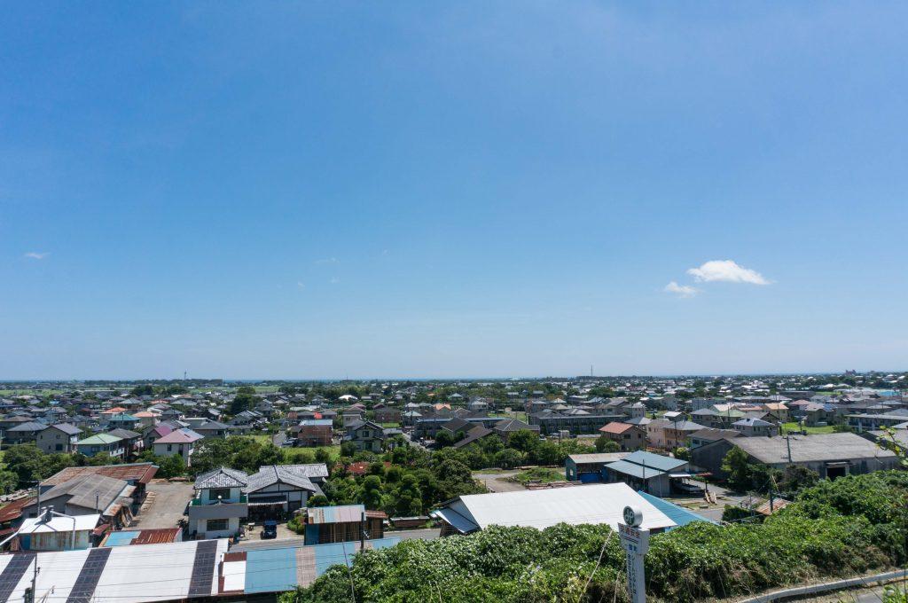 千葉県一宮町を高台から見渡す青空広がる