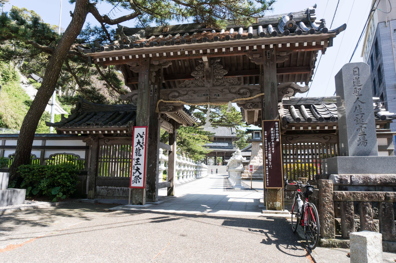 日蓮宗の大本山 誕生寺の入口