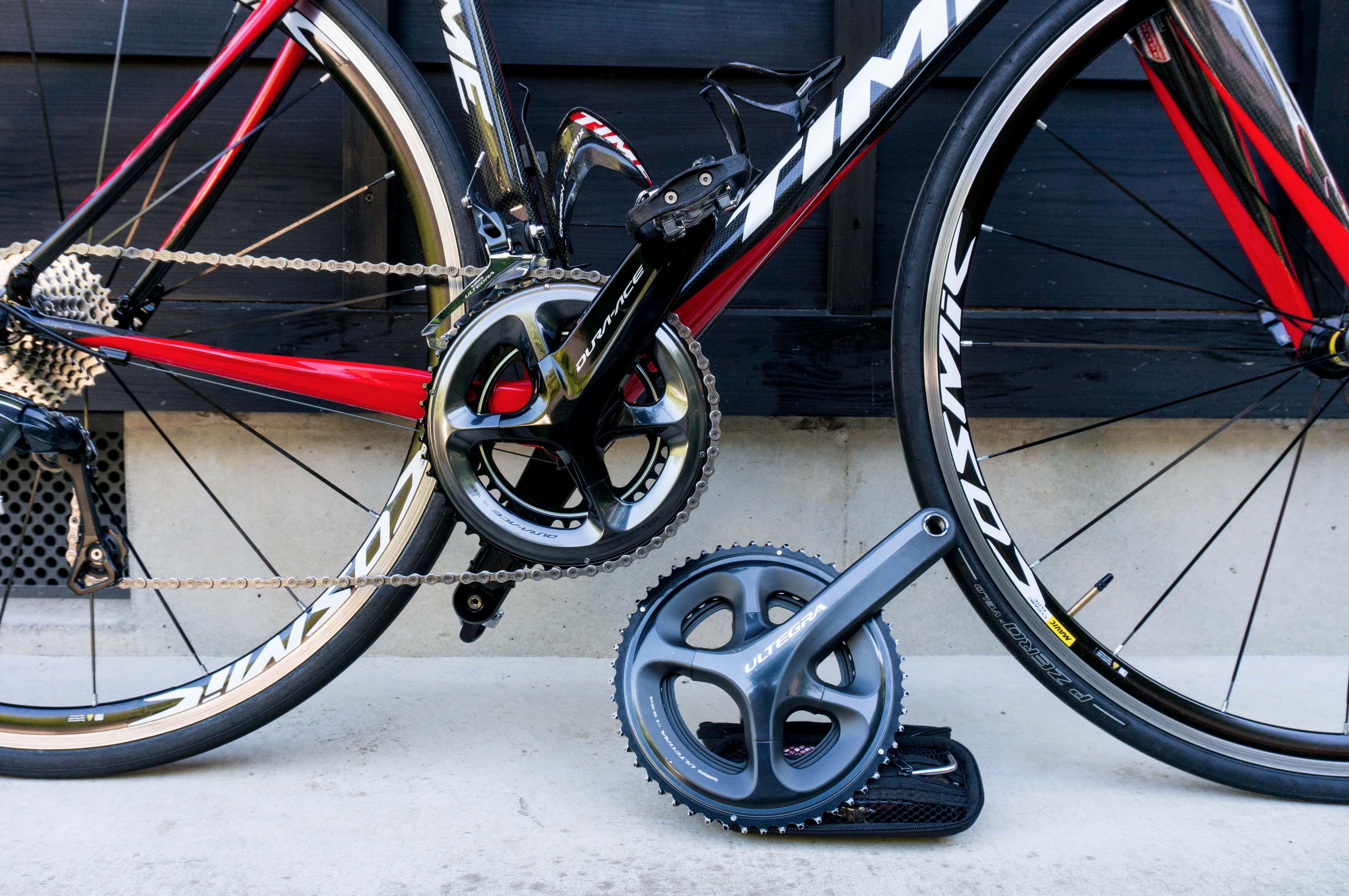 自転車のクランクが2つ並んでいる