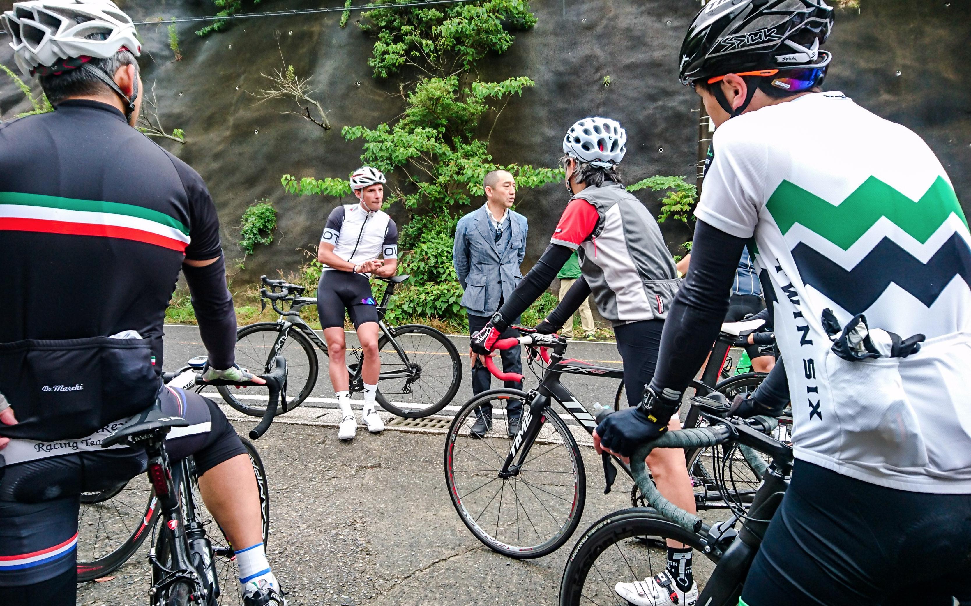 自転車トレーニングのミーティング