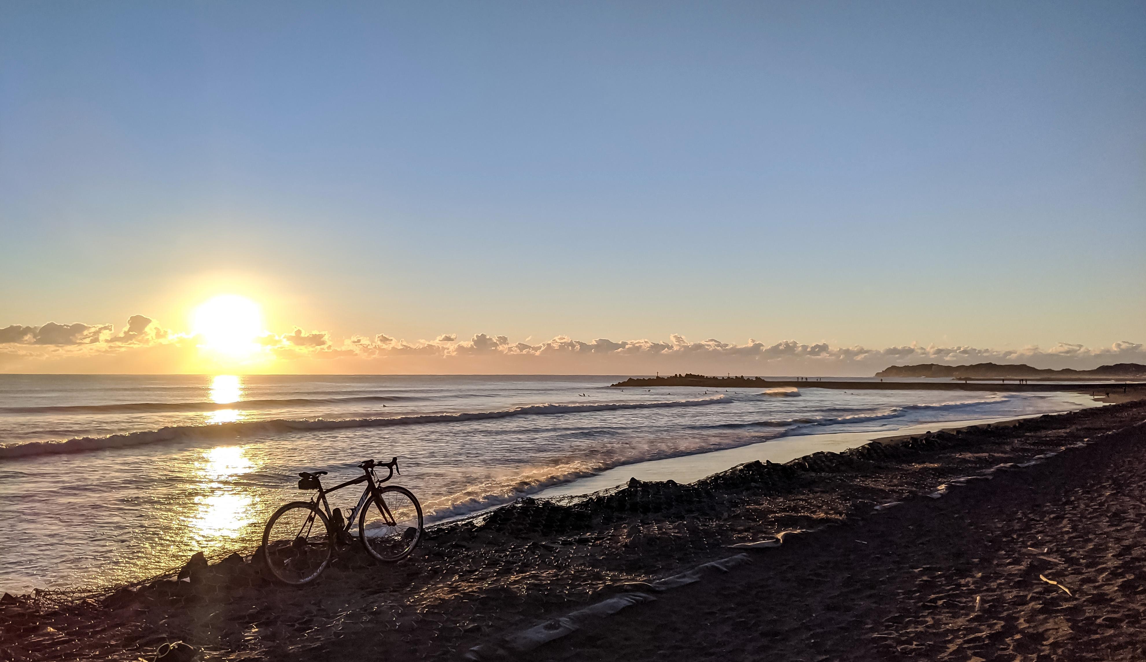 太陽が登る海岸、初日の出、千葉一宮海岸と自転車